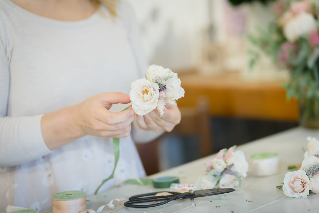 bristol wedding florist making buttonholes