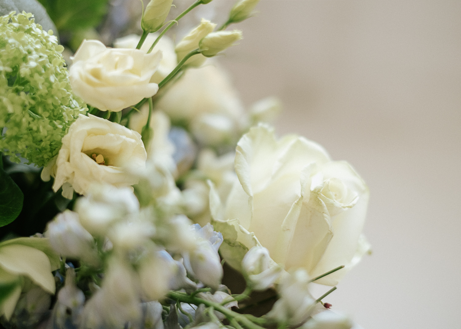 wedding flower colour palette winter whites